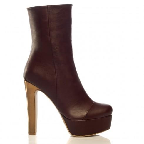İvana Sert ' in platform topuk çizme modelleri