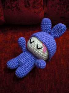 Amigurumi tavşan kostümlü bebek tarifi ( açıklamalı)