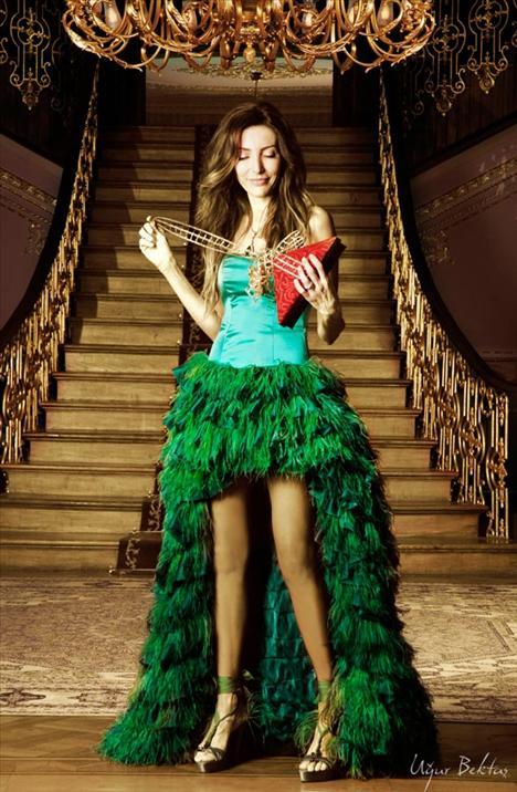 2011 Mezuniyet Giysileri Modası - 2011 Zümrüt yeşili sıradışı ve ilginç abiye modelleri