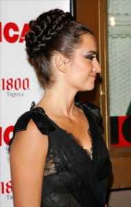 2011 Örgülü Saç Modası- Koyu saçlar için sıkı örülmüş şık topuz modelleri