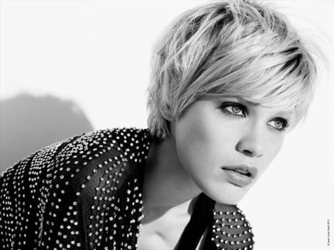2011 'in Saç Kesim Modelleri ve Saç Renkleri - Kısa katlı kesim saç modelleri