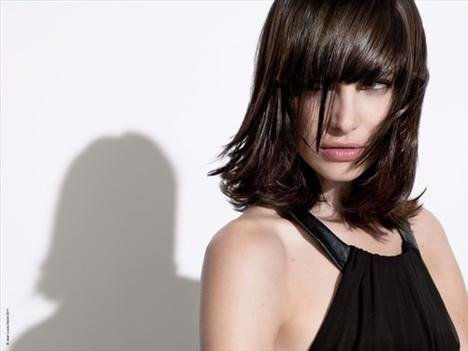 2011 'in Saç Kesim Modelleri ve Saç Renkleri - Kahverengi , perçemli küt saç ve kesim modelleri