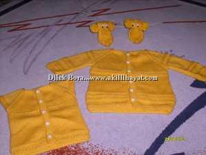 Dilek Bora' dan sarı bebek takımı modeli