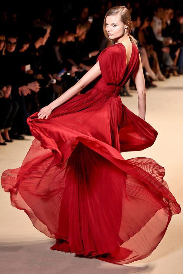 2011 Mezuniyet Elbisesi Modası - 2011 derin v yaka kırmızı abiye modeli