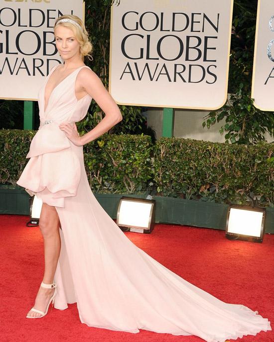 Golden Globes 2012 töreni - Charlize Theron