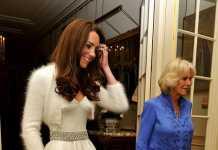 Kate Middleton'ın düğününde giydiği ikinci kostüm - mini bolerolu gelinlik modeli