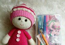Amigurumi kırmızı kıyafetli şapkalı kız modeli yapılışı anlatımlı