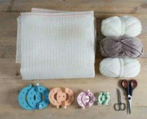 Yün ponpon ile yapılmış paspas için gerekli mazemeler