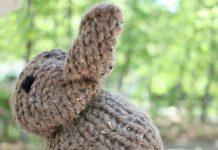 Şişle örülmüş kolay oyuncak tavşancık yapılışı anlatımlı