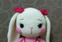Amigurumi kırmızı tokalı pembe yanaklı örgü oyuncak tavşan modeli yapılışı anlatımlı
