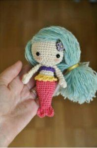 Amigurumi örgü oyuncak mavi saçlı deniz kızı modeli yapılışı anlatımlı