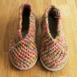 Haroşe örgü ile örülmüş ev ayakkabısı modeli yapılışı anlatımlı