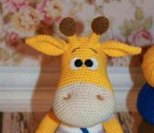 Amigurumi örgü oyuncak mavi tulumlu sarı zürafa modeli tarifi anlatımlı