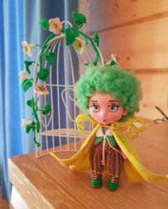 Amigurumi yeşil kıvırcık saçlı bebek modelleri