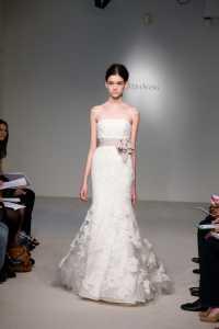 2012 Vera Wang ilkbahar - Yaz Gelinlik Ve Abiye Modelleri - Vera Wang dantelli denizkızı üste oturan gelinlik modeli