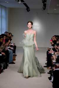 2012 Vera Wang ilkbahar - Yaz Gelinlik Ve Abiye Modelleri - Vera Wang su yeşili kuyruklu abiye modeli