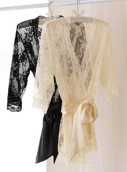 Victoria's Secret 2011 İç Çamaşır ve Gecelik Modelleri -- Victoria's Secret krem ve siyah dantelli sabahlık modelleri