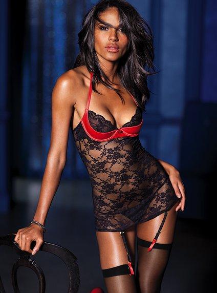 Victoria's Secret 2011 İç Çamaşır ve Gecelik Modelleri -- Victoria's Secret siyah dantel jartiyer modelleri