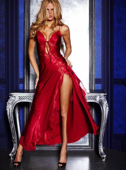 Victoria's Secret 2011 İç Çamaşır ve Gecelik Modelleri -- Victoria's Secret kırmızı renk saten yırtmaçlı uzun gecelik modelleri