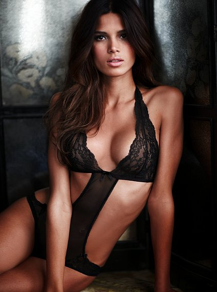 Victoria's Secret 2011 İç Çamaşır ve Gecelik Modelleri -- Victoria's Secret gelinler için seksi iç çamaşır modelleri