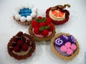 Amigurumi oyuncak meyvalı tart modelleri