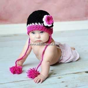 pembe çiçekli ponponlu bebek şapkası modeli