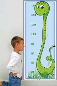 Bebek ve çocuk odaları için yılan figürlü boy ölçüm tablosu modelleri