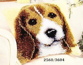 Köpek işlemeli Goblen işi yastık modeli