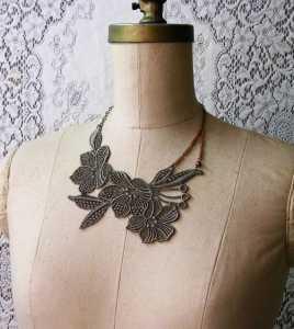 Sıradışı Dantel çiçekli kolye modelleri