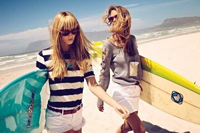Koton 2011 İlkbahar - Yaz Koleksiyonu - İnce kemerli beyaz şort ve çizkili t-shirt modelleri