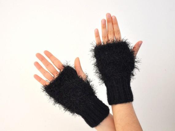 Kırçıllı ipten şık örgü eldiven modelleri