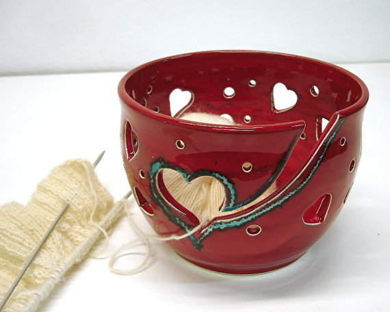 Kalp Desenli Kırmızı Örgü Kase Modelleri