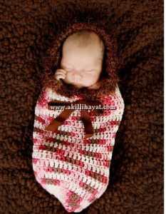 El işi kundak tarzı fiyonklu bebek tulumu modeli
