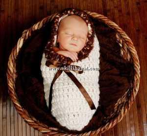 tığ işi kundak tarzı fiyonklu bebek tulumu modeli