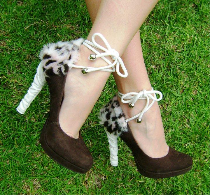En Yeni Farklı Topuk Detayları - Krem tüylü topuklu Kahverengi ayakkabı modeli