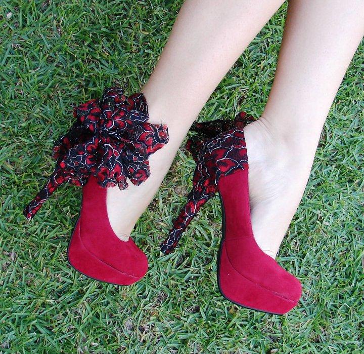 Sıradışı Topuk Detayları - Bordo tüllü topuklu ayakkabı modeli