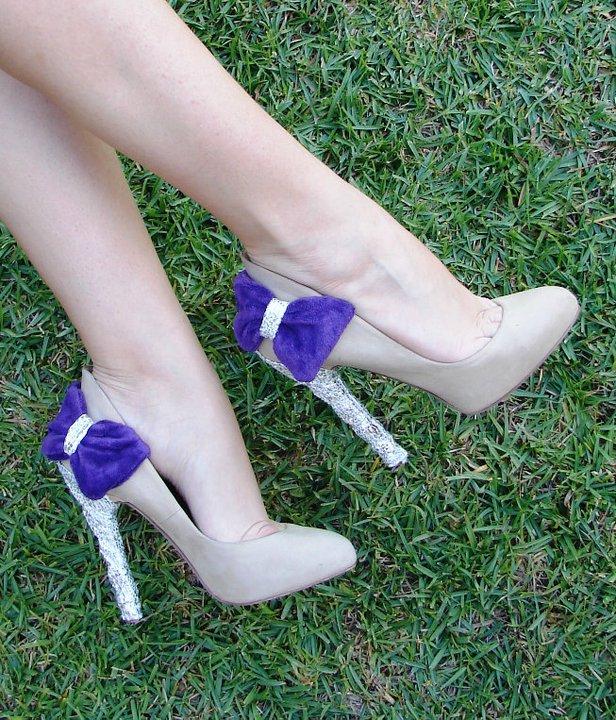 Sıradışı Topuk Detayları - Mor fiyonk topuklu Krem ayakkabı modeli