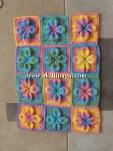 Yaprak motifli rengarenk battaniye modeli
