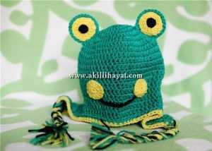 Yeşil kurbağa figürlü şapka modeli