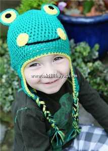 Yeşil kurbağa figürlü bere modeli
