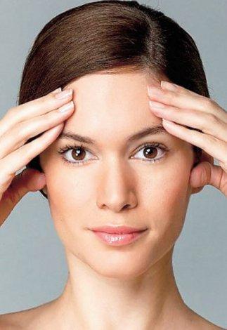 Evde yapılabilecek yüz jimlastiği hareketleri - Kaş kaldırma yüz egzersizleri