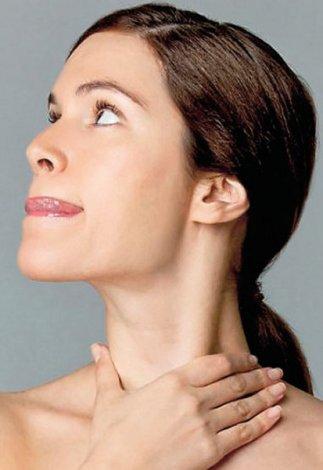 Evde yapılabilecek yüz jimlastiği hareketleri - Boyun germe egzersizleri