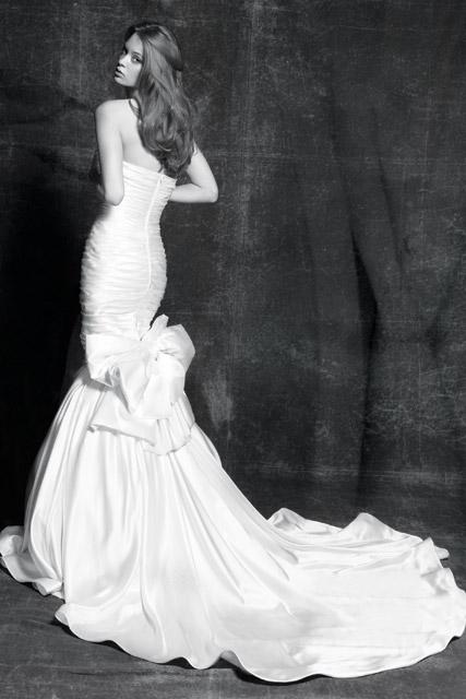 Zuhair Murad vücuda oturan dizden bolaran deniz kızı gelinlik modelli