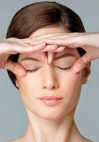 Evde yapılabilecek yüz jimlastiği hareketleri - Alın ve göz çevresi germe egzersizleri